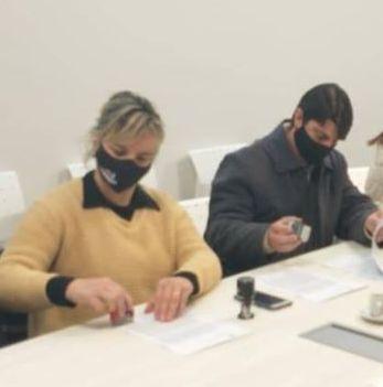 Luciano Bertossi y Natalia Galeano firman por Helvecia y Calchines respectivamente